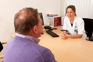 De leidinggevende in de rol van arts